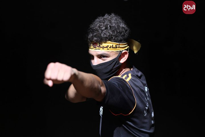 اللاعب وسيم أبو جامع يدّرب الأطفال في خانيونس على الفنون القتالية