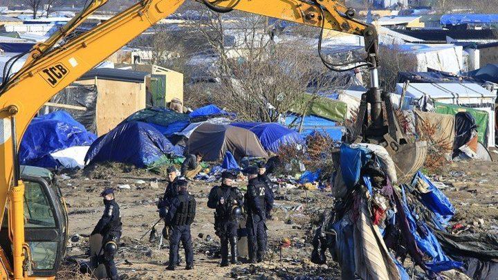 تفكيك مخيم كبير للمهاجرين في كاليه الفرنسية