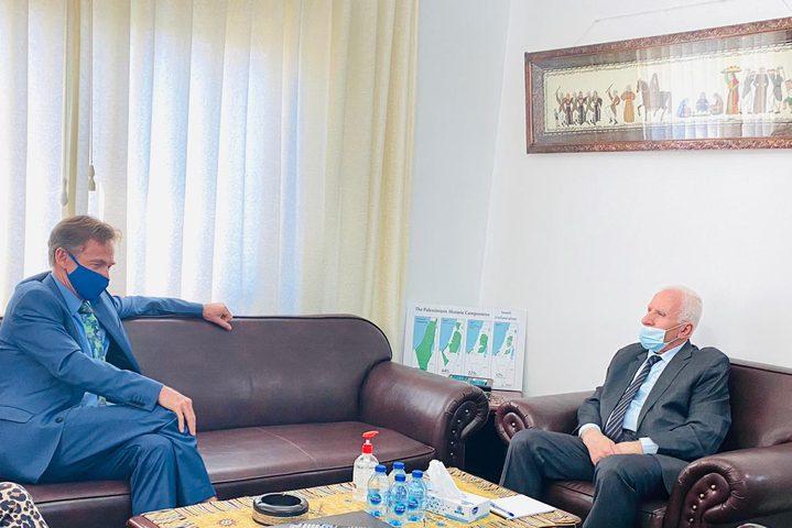 الأحمد يطلع ممثل الاتحاد الأوروبي على آخر التطورات في فلسطين