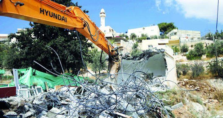 جرافات الاحتلال تهدم بركسا على مدخل بلدة بيتا جنوب نابلس