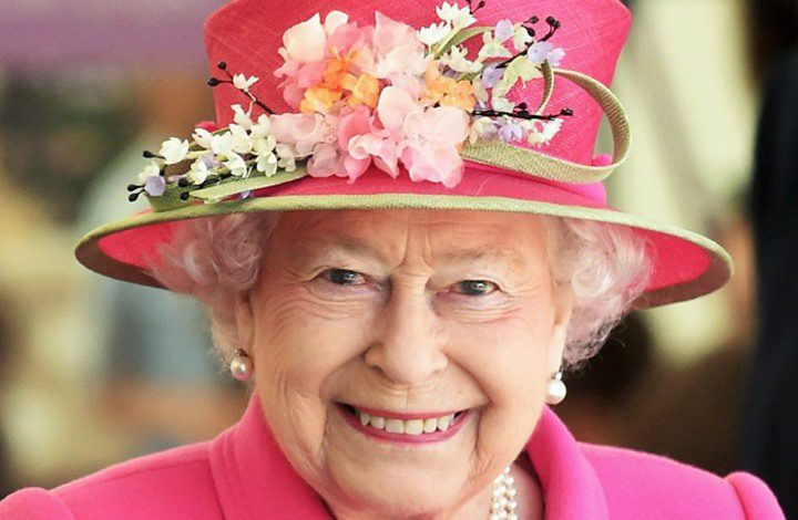 منذ 33 عاماً تمرد في القصر الملكي يربك الملكة إليزابيث الثانية