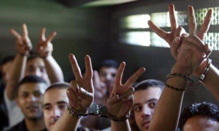 أبو بكر: الأسرى سيشرعون بالإضراب عن الطعام يوم غدٍ