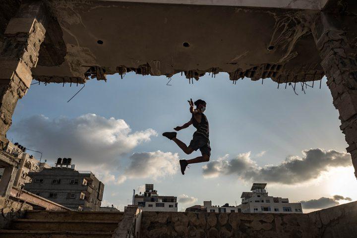 صور: شبان يمارسون رياضة الباركور في قطاع غزة  عدسة: فاطمة شبير