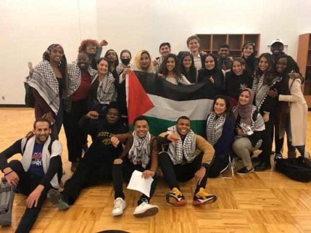 """طلاب بجامعتين أميركيتين يصوتون على سحب الاستثمارات من """"إسرائيل"""""""