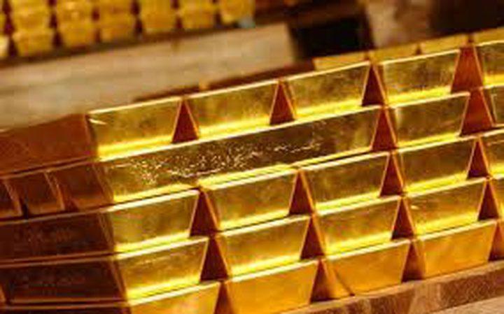 الذهب يربح أكثر من 1%