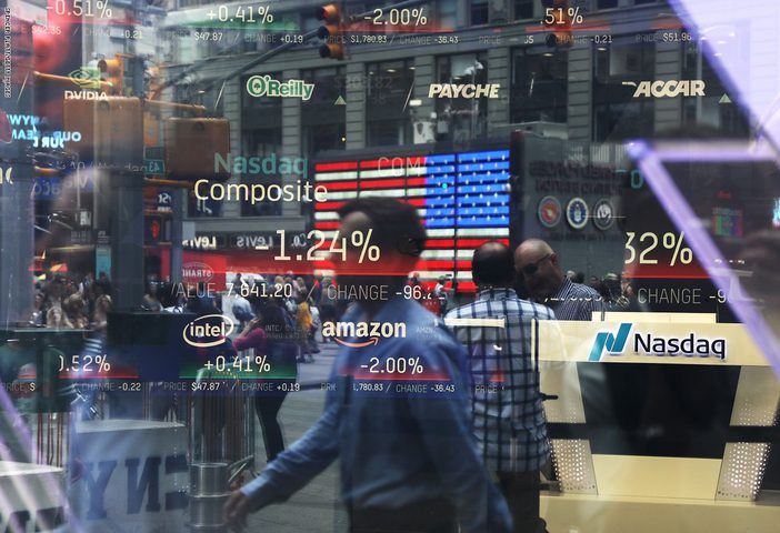 تراجع أسواق الأسهم عقب اصابة ترامب بكورونا