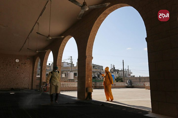 تعقيم مساجد دير البلح كإجراء وقائي لمواجهة فيروس كورونا