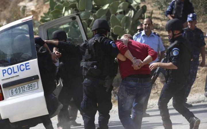 الخليل: الشرطة تقبض على متهم بالقتل العمد بالاشتراك في يطا
