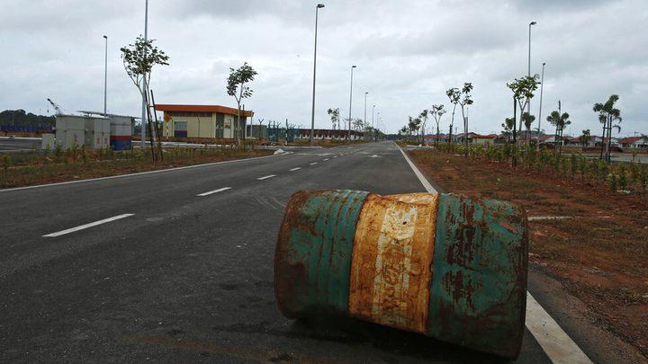 انخفاض أسعار النفط بنحو 5%