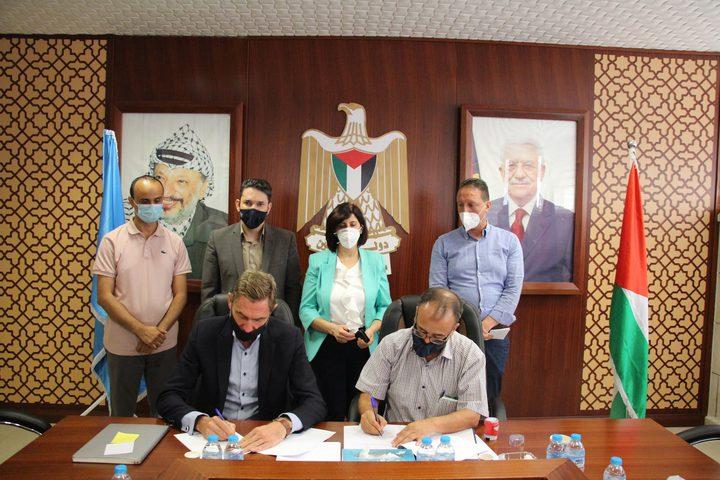 مخيمات نابلس و(UNRWA) توقعان اتفاقية لتأهيل مراكز مواجهة كورونا