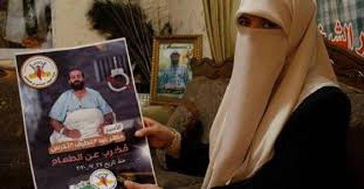 زوجة الأسير ماهر الأخرس تُعلن إضرابها عن الطعام
