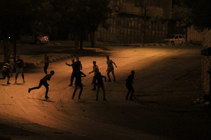نابلس: مستوطنون يهاجمون مركبات المواطنين بالحجارة