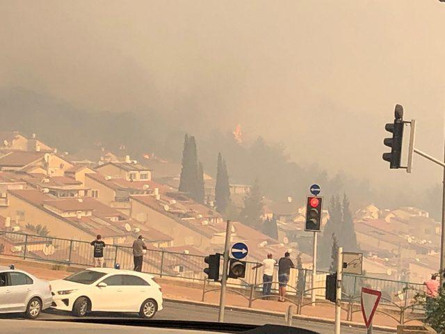 إخلاء عشرات المنازل جراء حرائق في الداخل المحتل