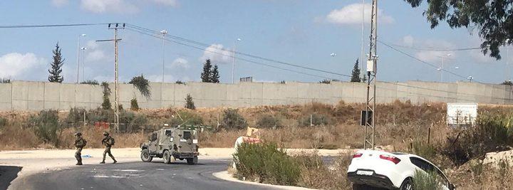 اصابة مواطن وزوجته بحادث سير عقب اعتراض الاحتلال مركبته