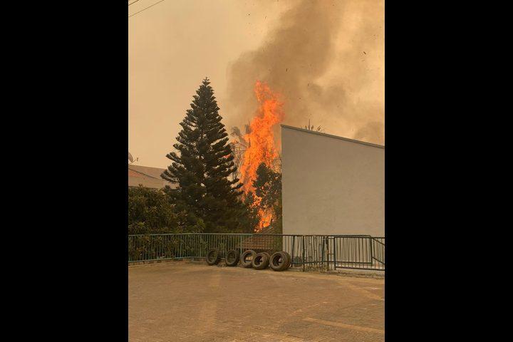 استمرار عمليات إطفاء الحرائق في جبال الناصرة