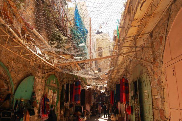 إغلاق أكثر من 512 محلاً تجارياً بالخليل بأمر عسكري من الاحتلال
