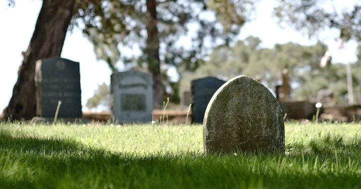 أمريكا.. طالبة مدرسة تزور المقبرة يوميا بسبب الانترنت