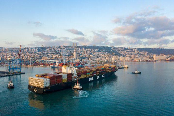 لأول مرة .. سفينة إماراتية ترسو في ميناء حيفا محملة بالبضائع