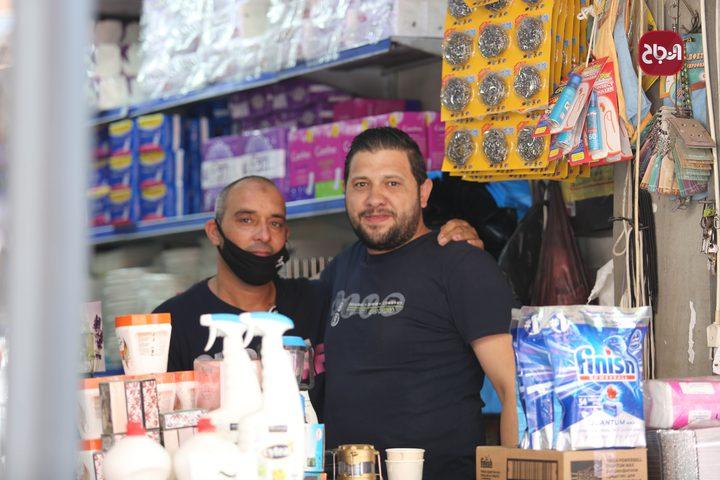 أجواء الحياة في أسواق مدينة نابلس، حيث البهجة والسرور والنشاط وانخراط المواطنين في أعمالهم.