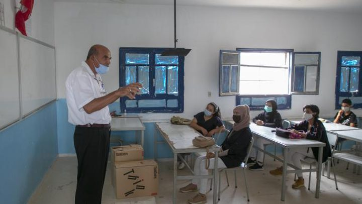 أكثر من ألف إصابة بكورونا بين التلاميذ والمعلمين في تونس