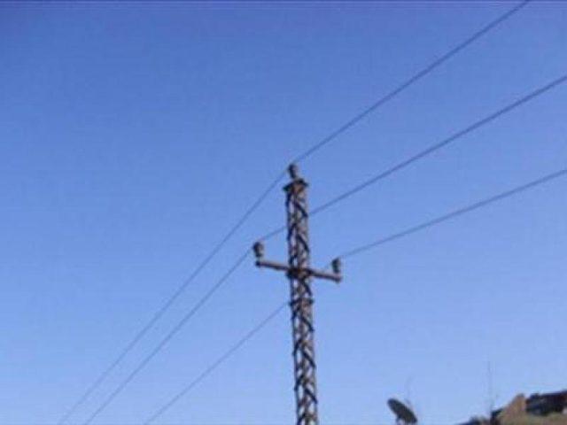 مستوطنون يقطعون اعمدة كهرباء جنوب نابلس