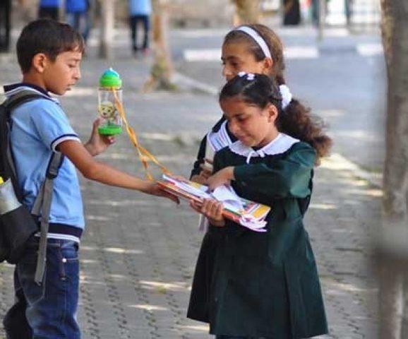 الأونروا: سنفحص ادعاءات التحريض في المناهج الدراسية