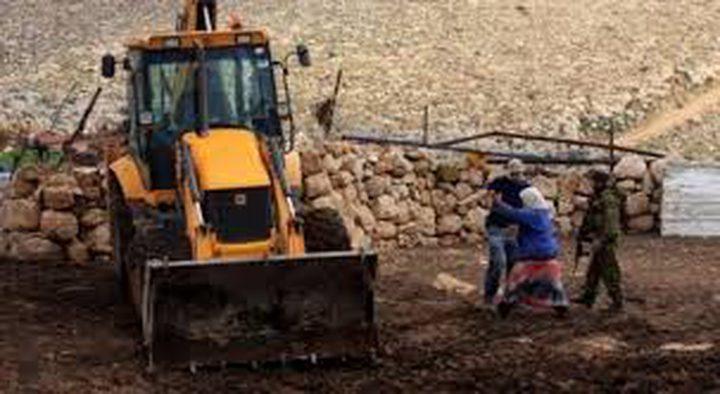 الاحتلال يستولي على جرافة في الأغوار الشمالية