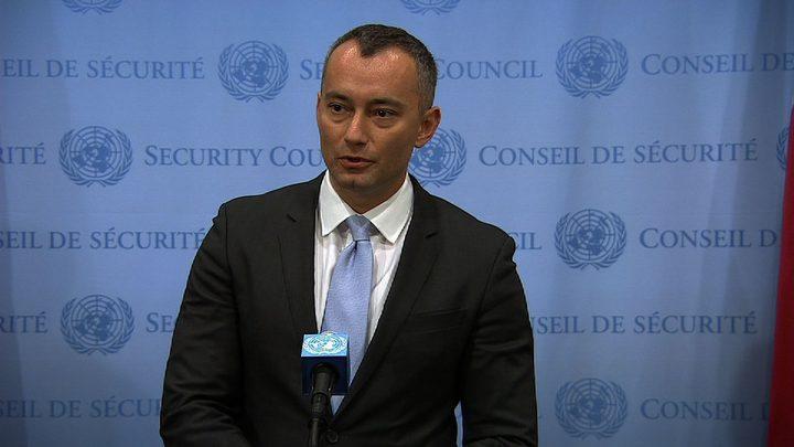 ملادينوف يؤكد أن بناء المستوطنات غير قانوني وعقبة أمام السلام