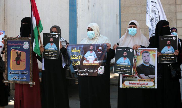 """غزة: وقفة تضامنية أمام الصليب الأحمر دعما للمعتقل """"الأخرس"""""""