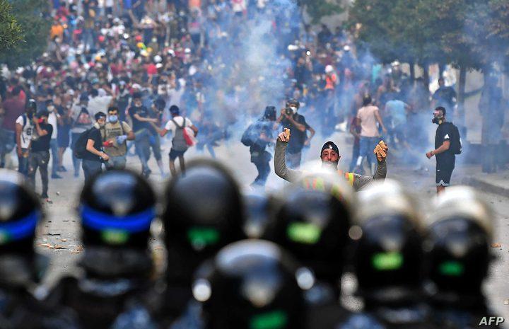مواجهات بين المحتجين والقوى الأمنية في محيط بلدية بيروت