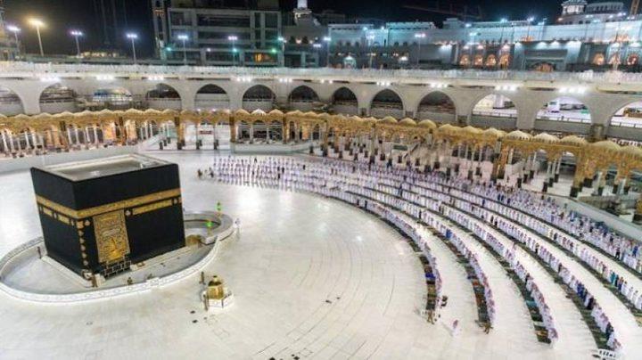 السعودية تسمح بأداء الصلوات في المسجد الحرام