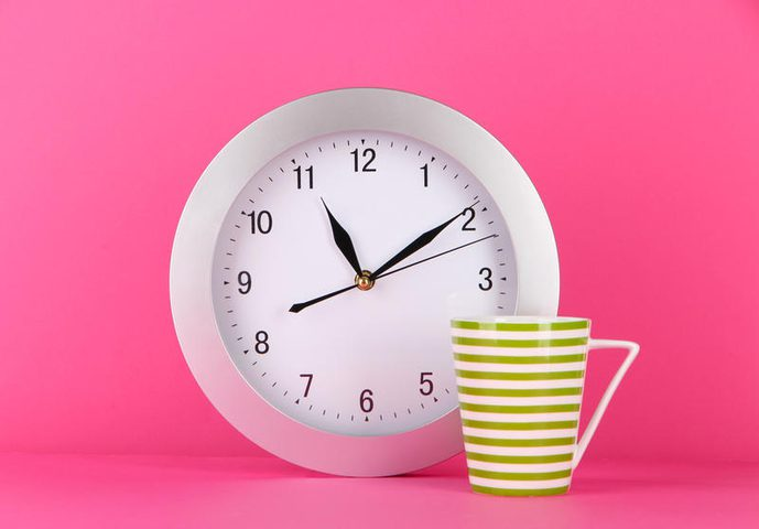 ما الذي عليك فعله مع أول ساعة عمل في اليوم؟
