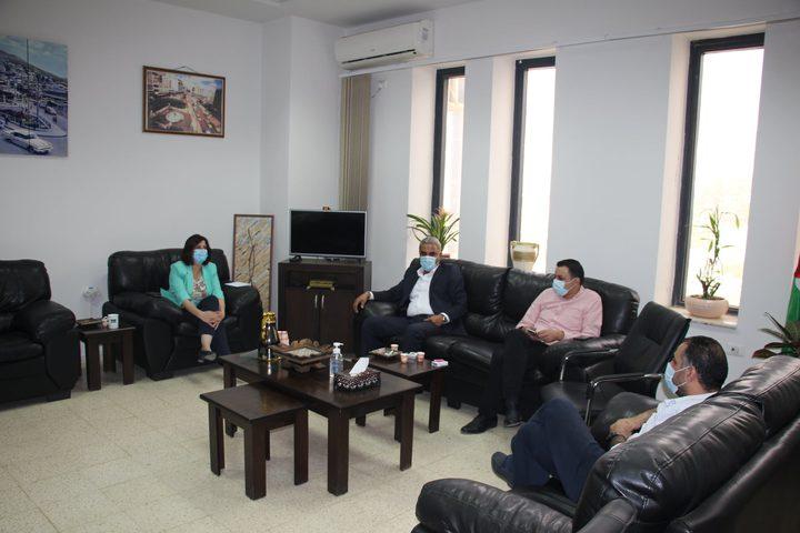 محافظة نابلس والمواصلات تشددان على الالتزام بإجراءات الوقاية