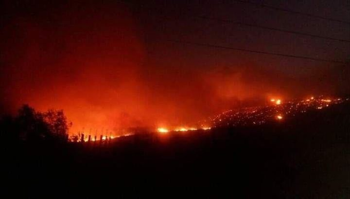 حريق ضخم في ريف حمص وسط سوريا