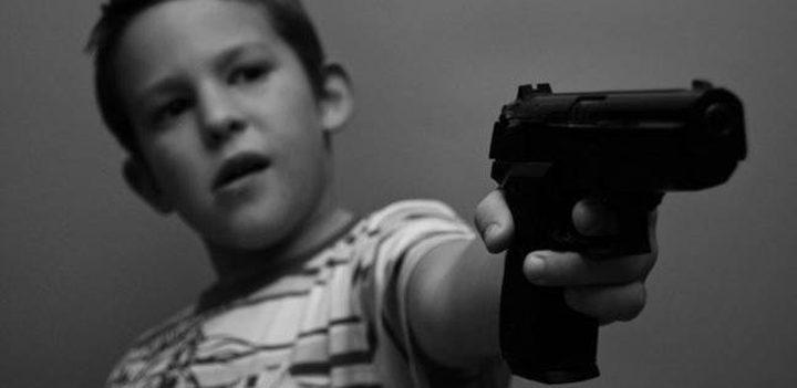 طفل أمريكي يطلق النار على نفسه بحفل عيد ميلاده