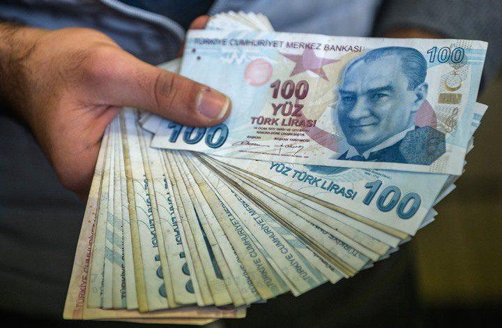 الليرة التركية تتراجع إلى أدنى مستوياتها أمام الدولار