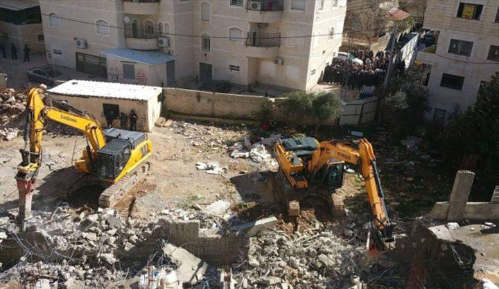 الاحتلال يهدم بناية قيد الإنشاء في مخيم شعفاط