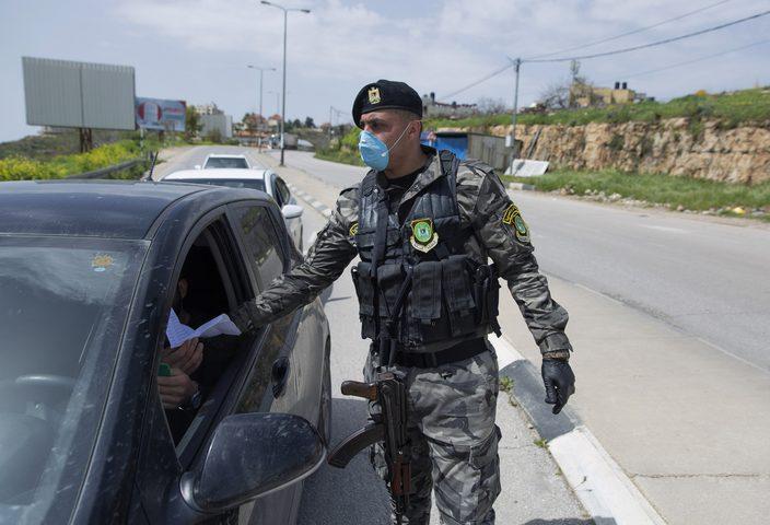 جنين: الشرطة تقبض على 20 شخصًا صادر بحقهم مذكرات قضائية