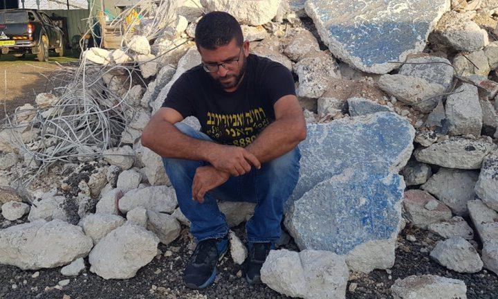 قلنسوة: الاحتلال يجبر شاب على هدم مصلحته بيده