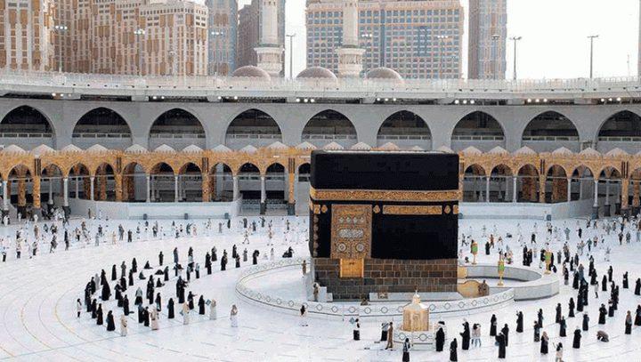 السعودية تُعلن إتاحة العمرة لكل مسلمي العالم