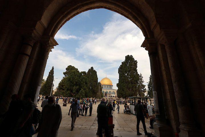 الفلسطينيون يحيون ذكرى المولد النبوي في المسجد الأقصى ، في البلدة القديمة بالقدس