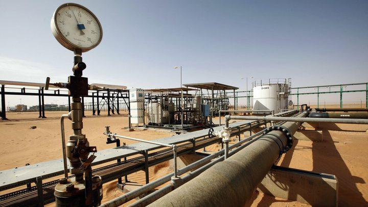 أسعار النفط تهوي بنحو 4% مسجلة أدنى مستوى في شهور