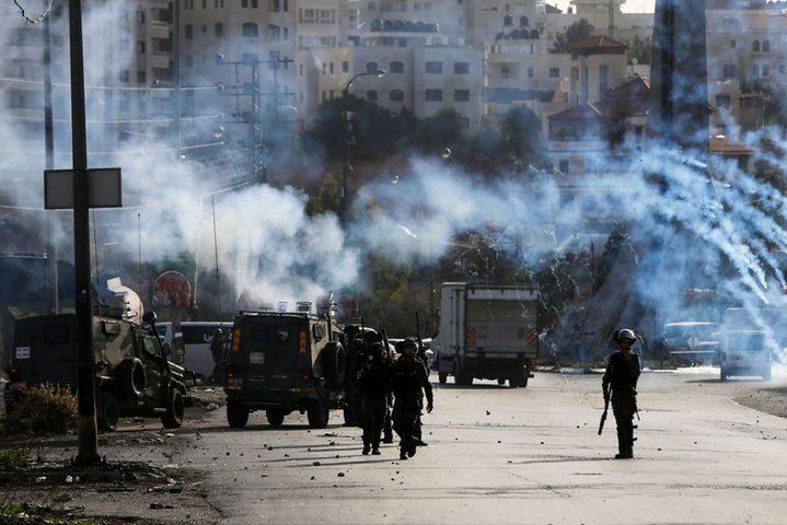 إصابات بالرصاص وبالاختناق خلال قمع الاحتلال مسيرة شرق نابلس