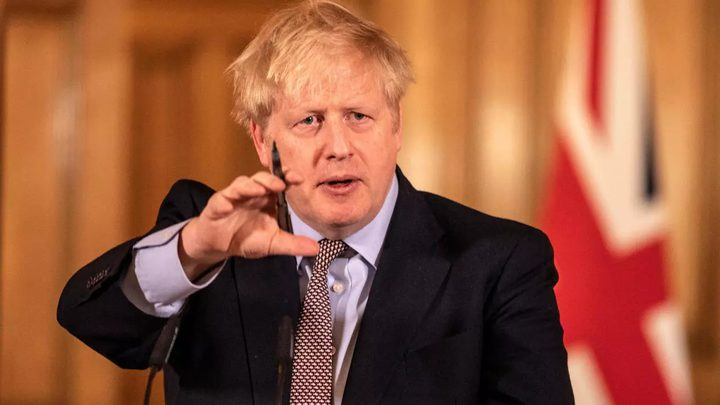 جونسون يدرس فرض حجر صحي عام في بريطانيا لمدة شهر
