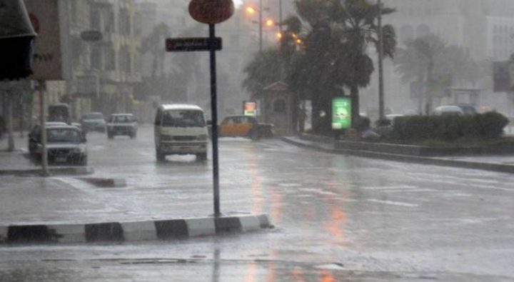 الدفاع المدني يحذر السائقين من خطر الانزلاق لاحتمال سقوط أمطار