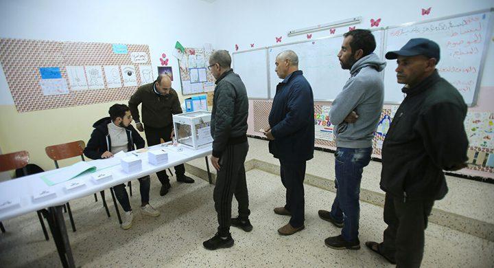 بداية التصويت على التعديلات الدستورية بالجزائر
