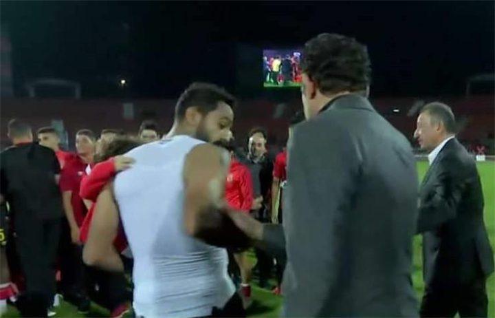 سبب اشتباك كهربا ومحمد فضل في ليلة تتويج الأهلي المصري