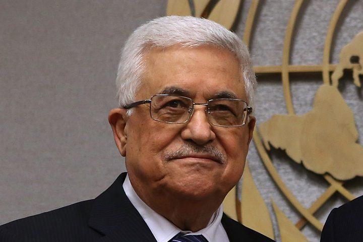 الرئيس عباس يتلقى اتصالا هاتفيا من الرئيس الفرنسي
