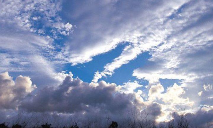 الطقس: انخفاض ملموس على درجات الحرارة وزخات متفرقة من الأمطار