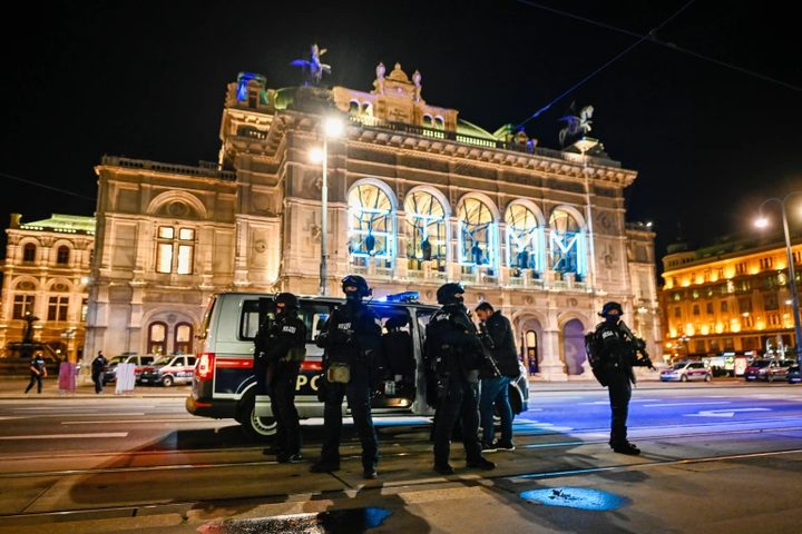 وزير داخلية النمسا: نتعرض لهجوم إرهابي مفتوح